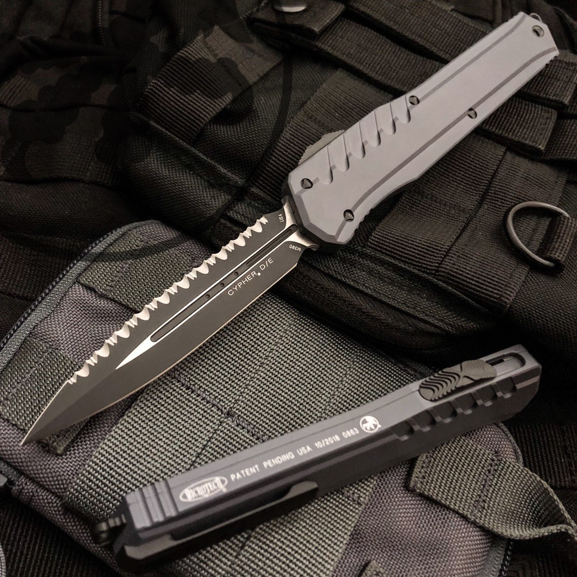 Microtech Cypher D/E Black Full Serrated Grey
